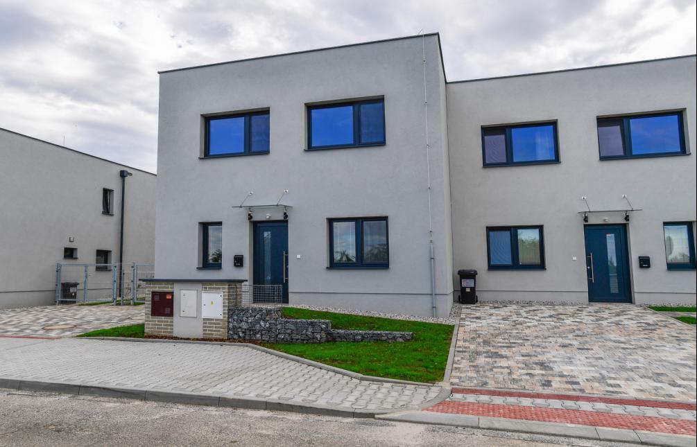TOWNHOUSE FOR RENT, street Otěšínská, Praha-Lochkov