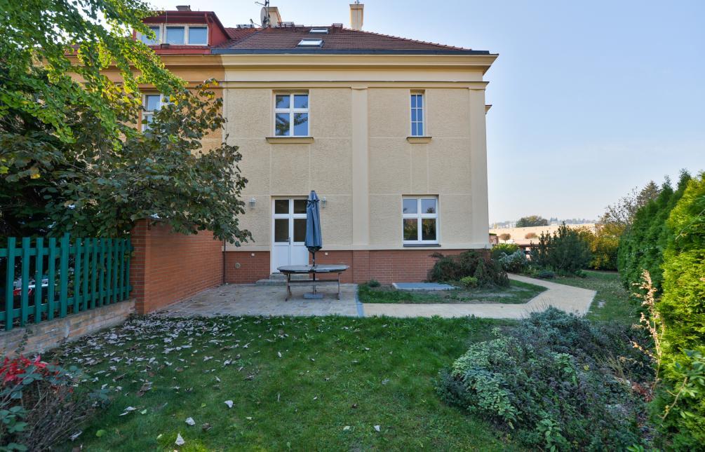 HOUSE FOR SALE, street Zbrojnická, Praha 6