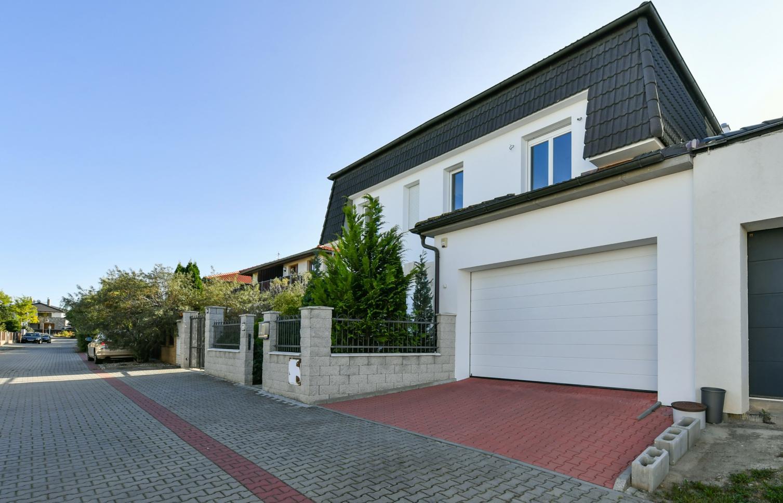 HOUSE FOR RENT, street V Zátiší, Průhonice
