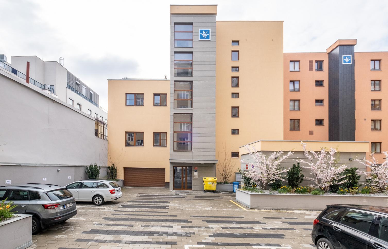 APARTMENT FOR RENT, street Sokolovská, Praha 8