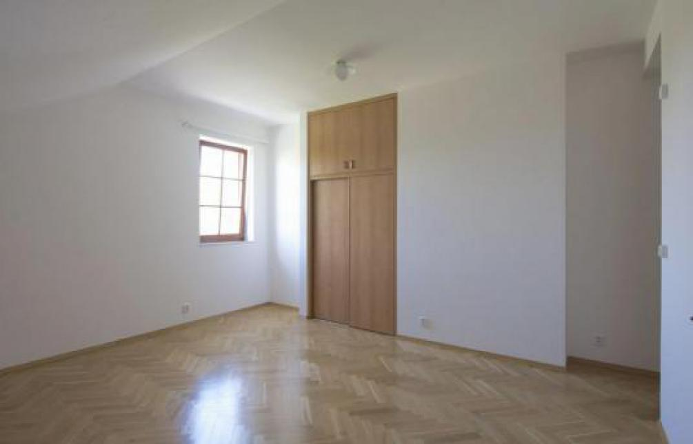 APARTMENT WITH GARDEN FOR RENT, street Nad hradním vodojemem, Prague 6 - Střešovice